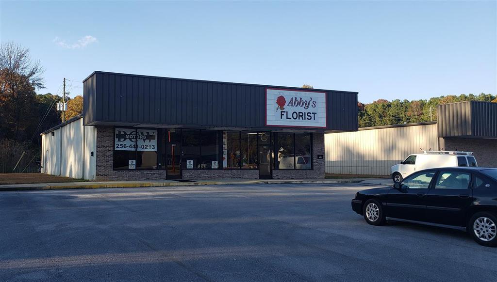Photo of home for sale at 2106 Ewing Avenue, Gadsden AL
