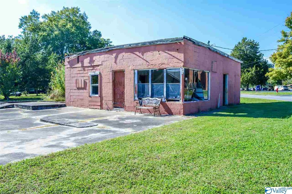 Photo of home for sale at 3380 Old Hwy 9, Cedar Bluff AL