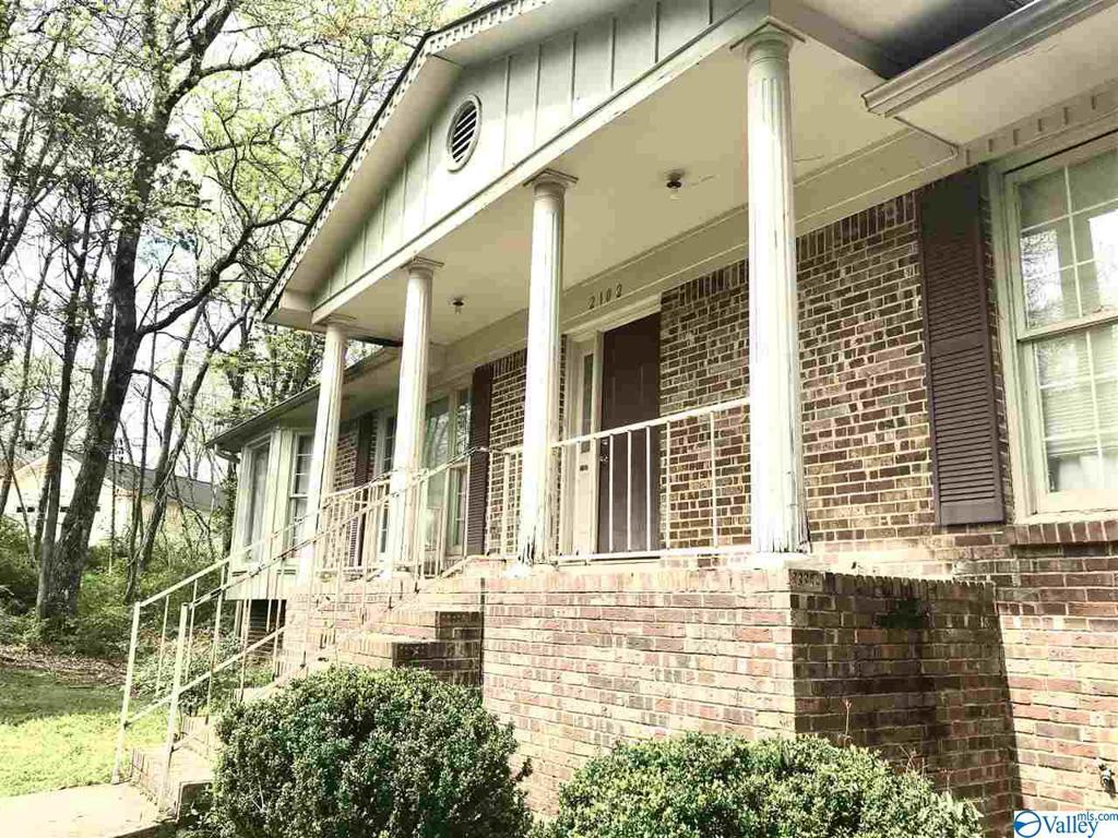 Photo of home for sale at 2102 Southline Drive, Huntsville AL