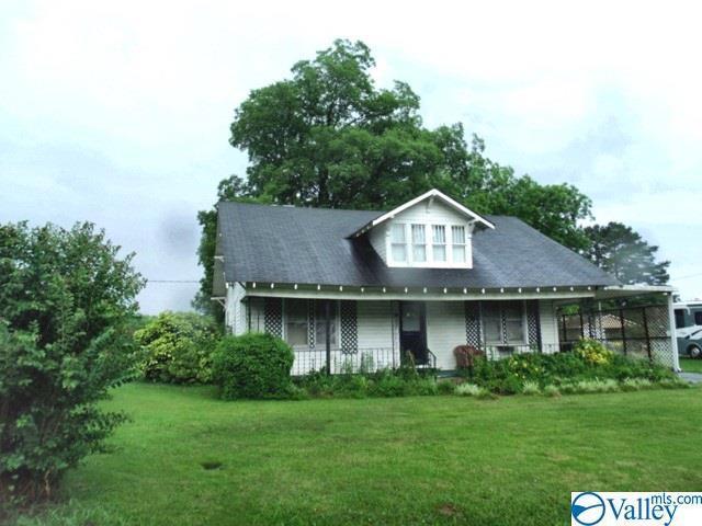 Photo of home for sale at 202 Alabama Avenue, Hanceville AL