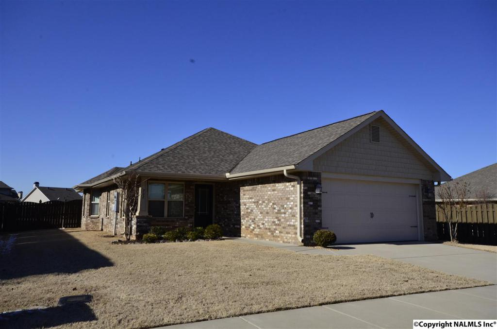 Photo of home for sale at 702 Willow Shoals Drive, Madison AL