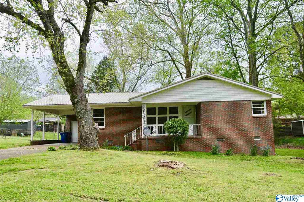 Photo of home for sale at 226 12Th Street, Arab AL