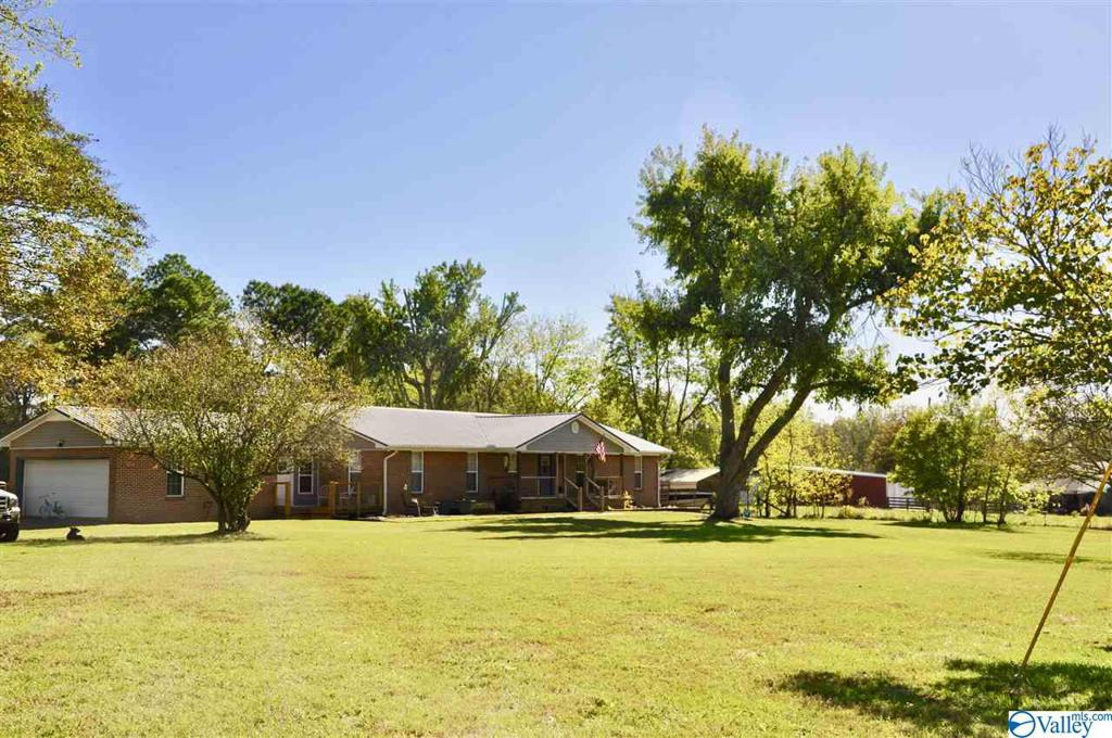 Photo of home for sale at 532 Lookout Drive, Arab AL