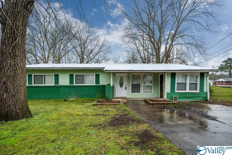 Photo of home for sale at 2143 Griffith Drive, Huntsville AL