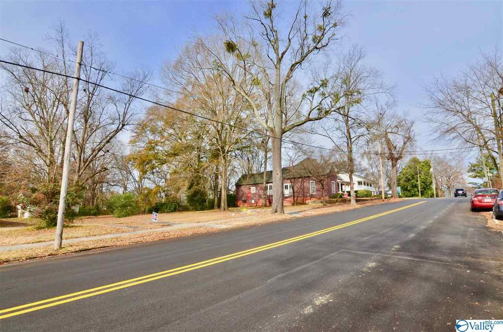 Photo of home for sale at 423 South 5th Street, Gadsden AL