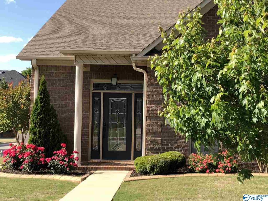 Photo of home for sale at 124 Jackson Way, Decatur AL