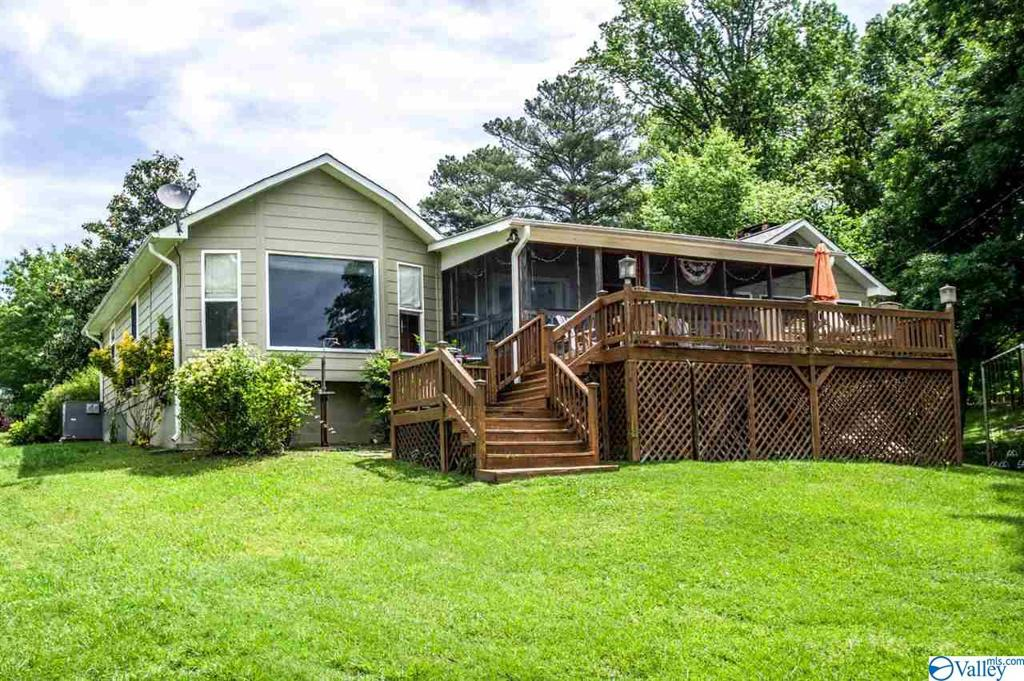 Photo of home for sale at 50 County Road 690, Cedar Bluff AL