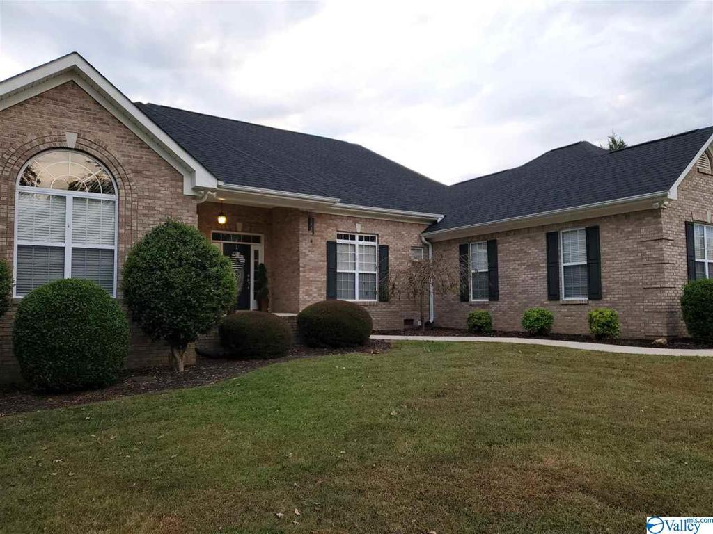 Photo of home for sale at 53 Windwood Drive, Fayetteville TN