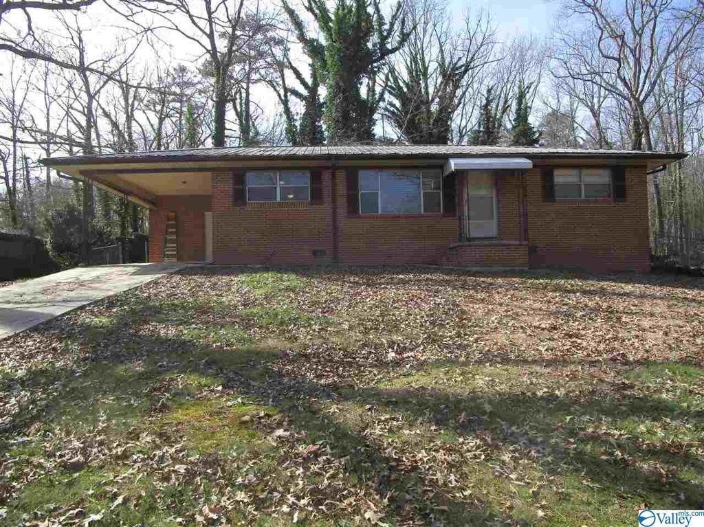 Photo of home for sale at 3700 Ridge Drive S, Fort Payne AL