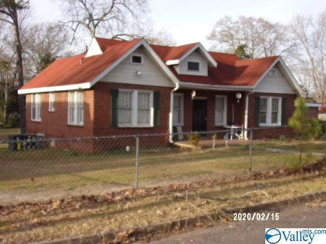 Photo of home for sale at 301 9th Street S, Gadsden AL