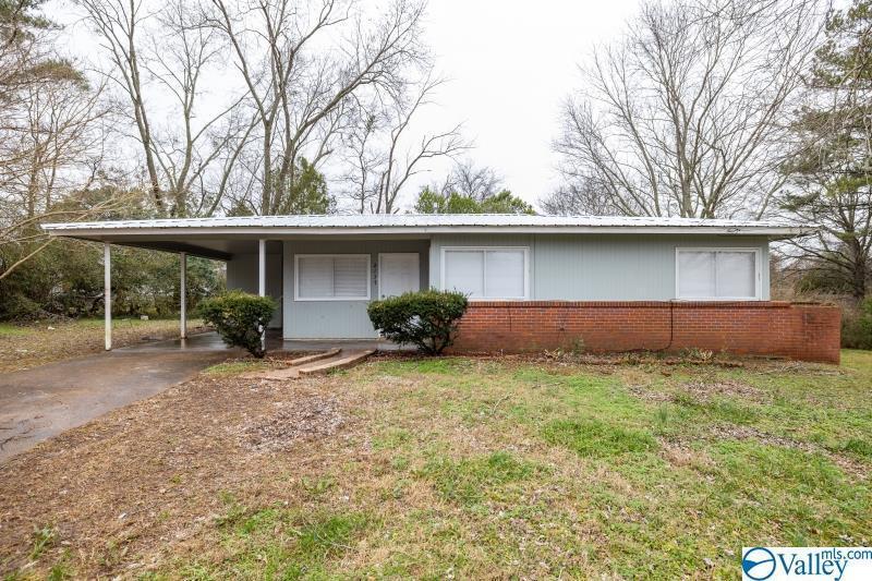Photo of home for sale at 2137 Guava Circle, Huntsville AL