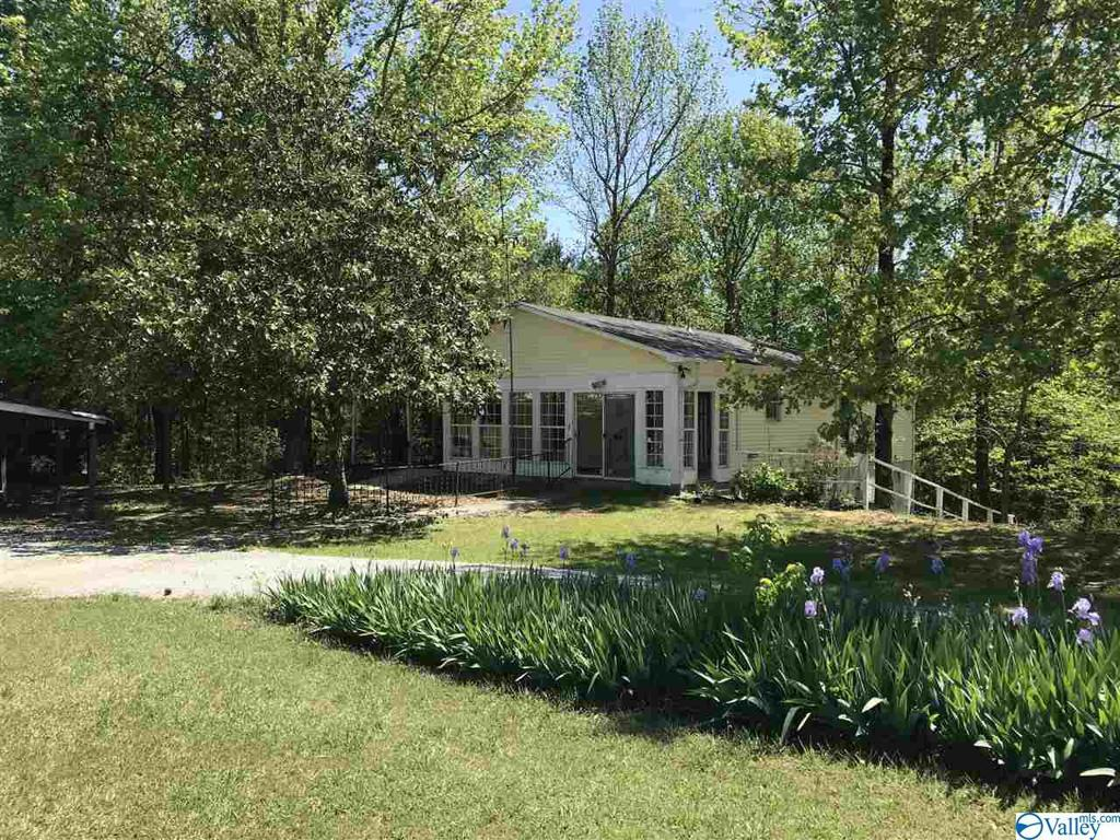 Photo of home for sale at 279 County Road 546, Moulton AL