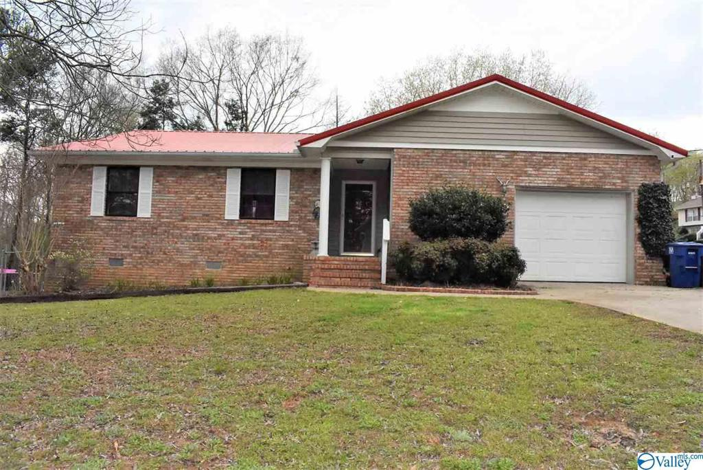 Photo of home for sale at 200 Winterberry Lane, Trussville AL