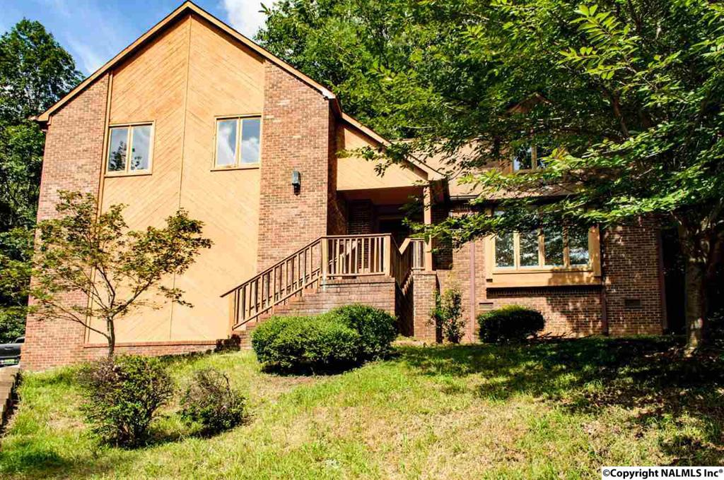 Photo of home for sale at Joshua Drive, Huntsville AL