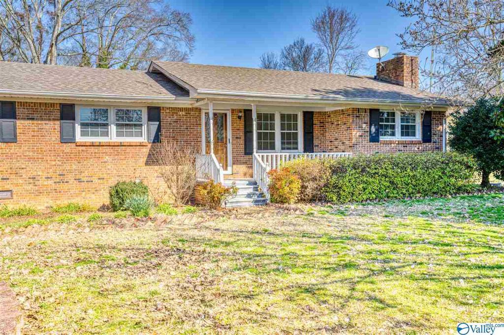Photo of home for sale at 170 Stevens Avenue, Lexington AL