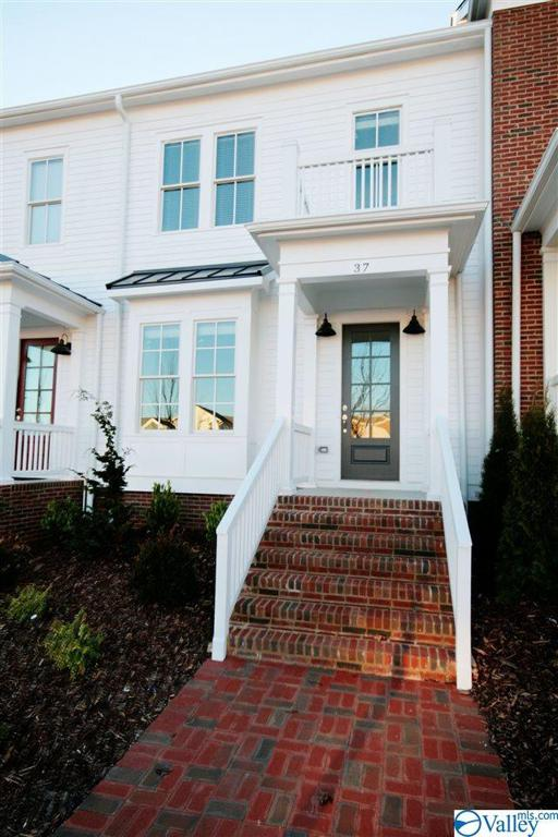 Photo of home for sale at 37 Pine Street, Huntsville AL