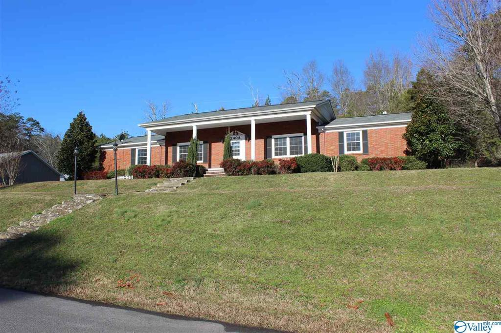Photo of home for sale at 2404 Forest Avenue NW, Fort Payne AL