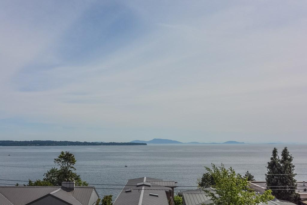 Photo of home for sale at 14371 SUNSET, White Rock BC