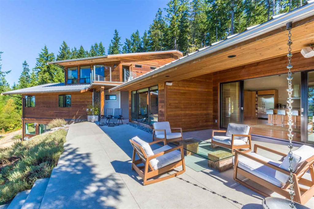 Photo of home for sale at 8424 REDROOFFS, Halfmoon Bay BC