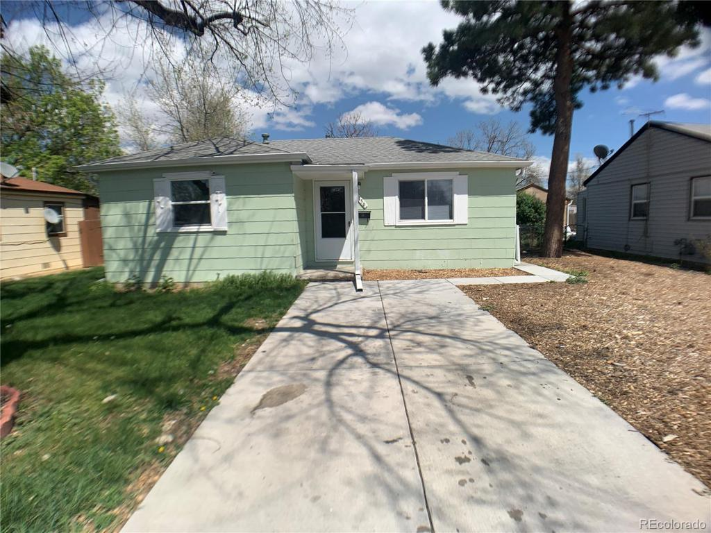 Photo of home for sale at 1156 Moline Street, Aurora CO