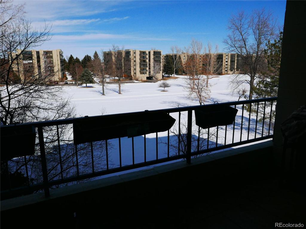 Photo of home for sale at 13991 Marina Drive E, Aurora CO