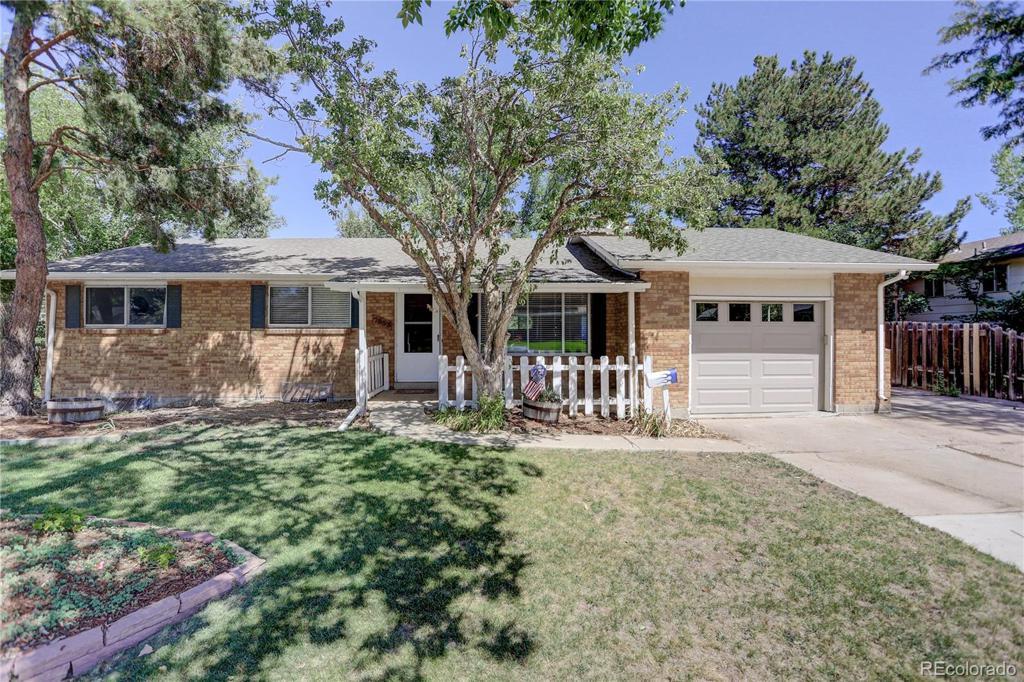 Photo of home for sale at 7553 Costilla Boulevard E, Centennial CO