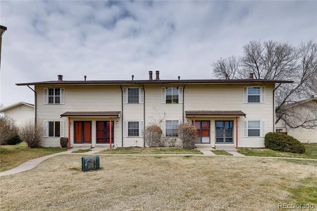Photo of home for sale at 1917 Peoria Street South, Aurora CO