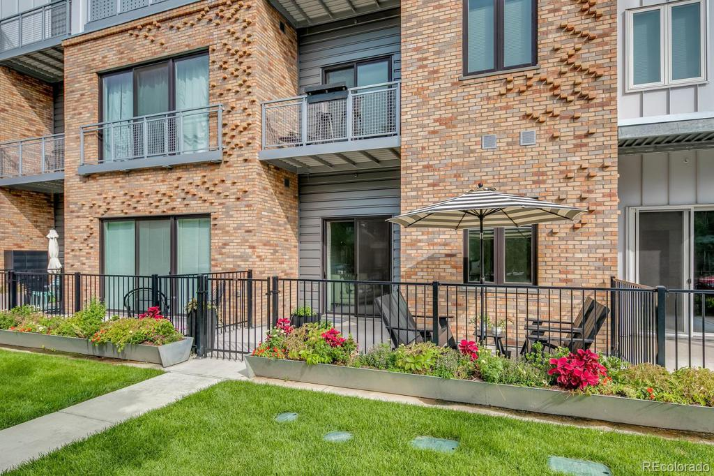 Photo of home for sale at 2550 Lawrence Street, Denver CO