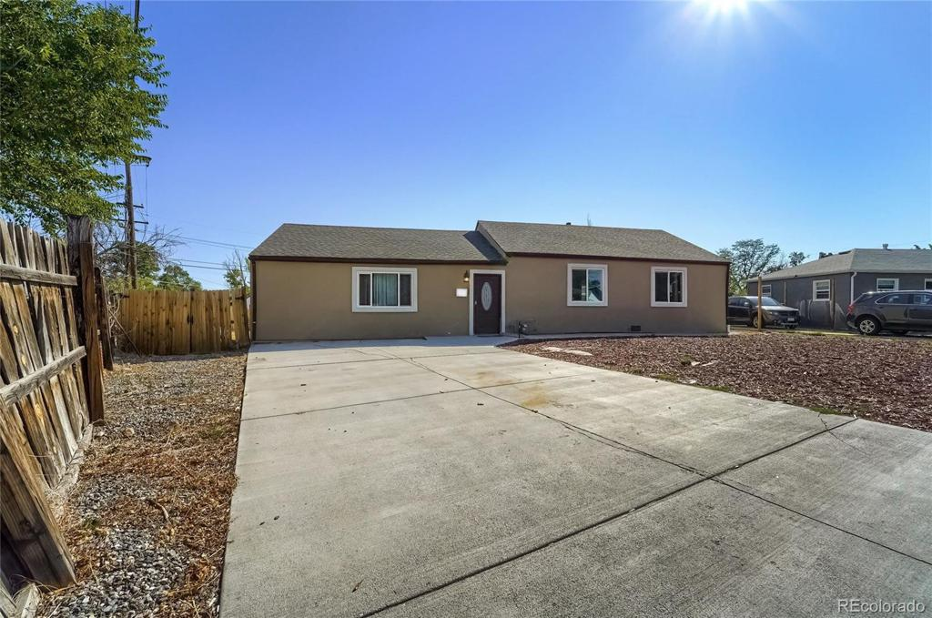 Photo of home for sale at 898 Oswego Street, Aurora CO