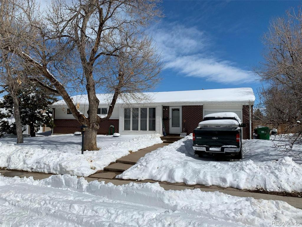Photo of home for sale at 6724 Ash Way S, Centennial CO