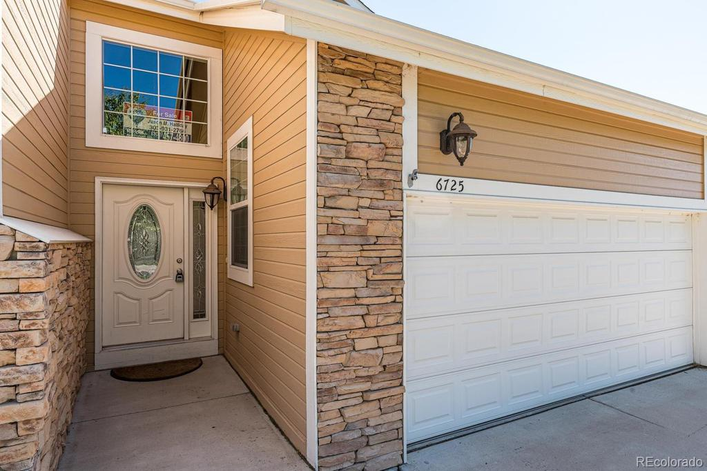 Photo of home for sale at 6725 Yale Avenue W, Lakewood CO