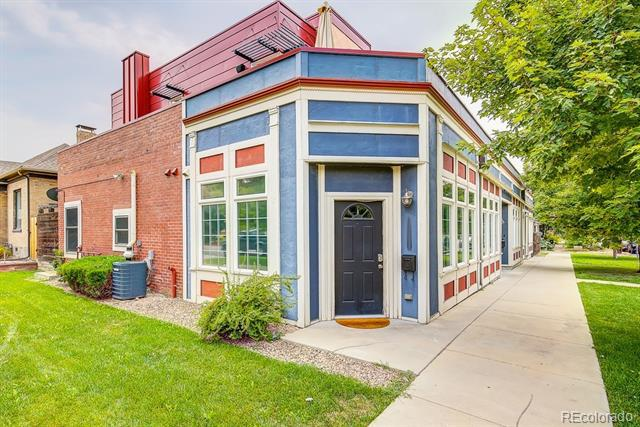 Photo of home for sale at 1630 25th Avenue E, Denver CO