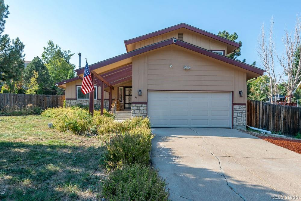 Photo of home for sale at 27 Yank Way, Lakewood CO