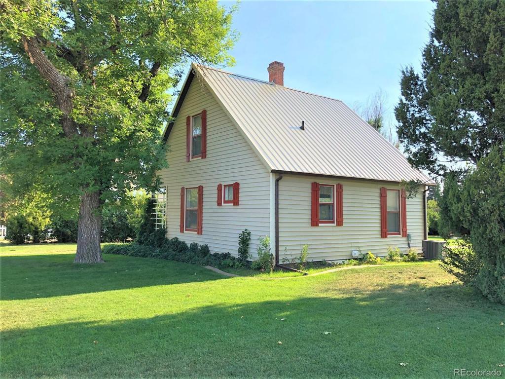 Photo of home for sale at 413 Loveland Avenue, Flagler CO