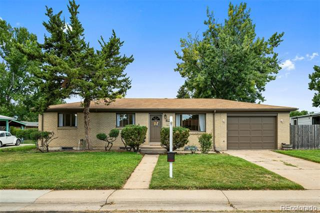 Photo of home for sale at 2940 Saratoga Avenue W, Englewood CO