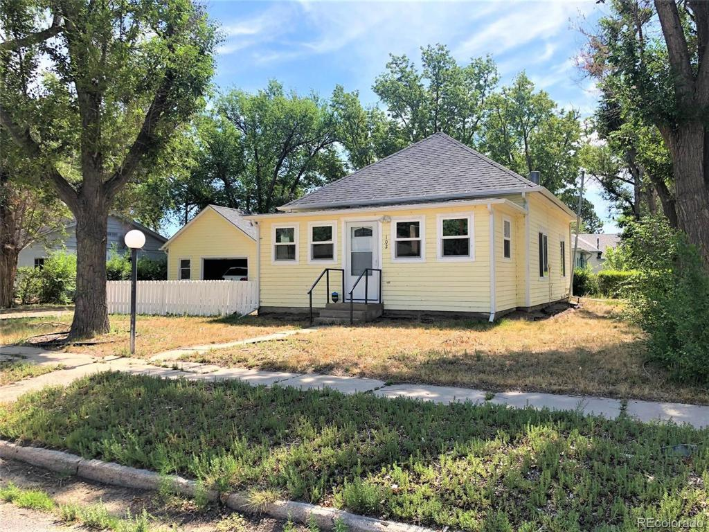 Photo of home for sale at 102 4th Avenue, Hugo CO