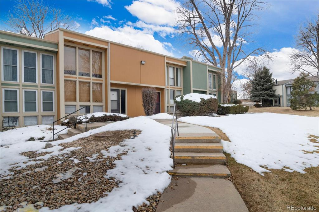 Photo of home for sale at 4970 Homestead Place, Thornton CO
