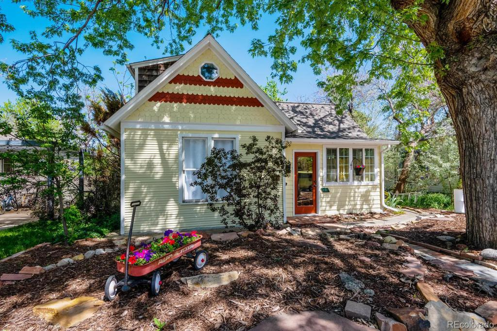 Photo of home for sale at 612 Grant Avenue, Louisville CO