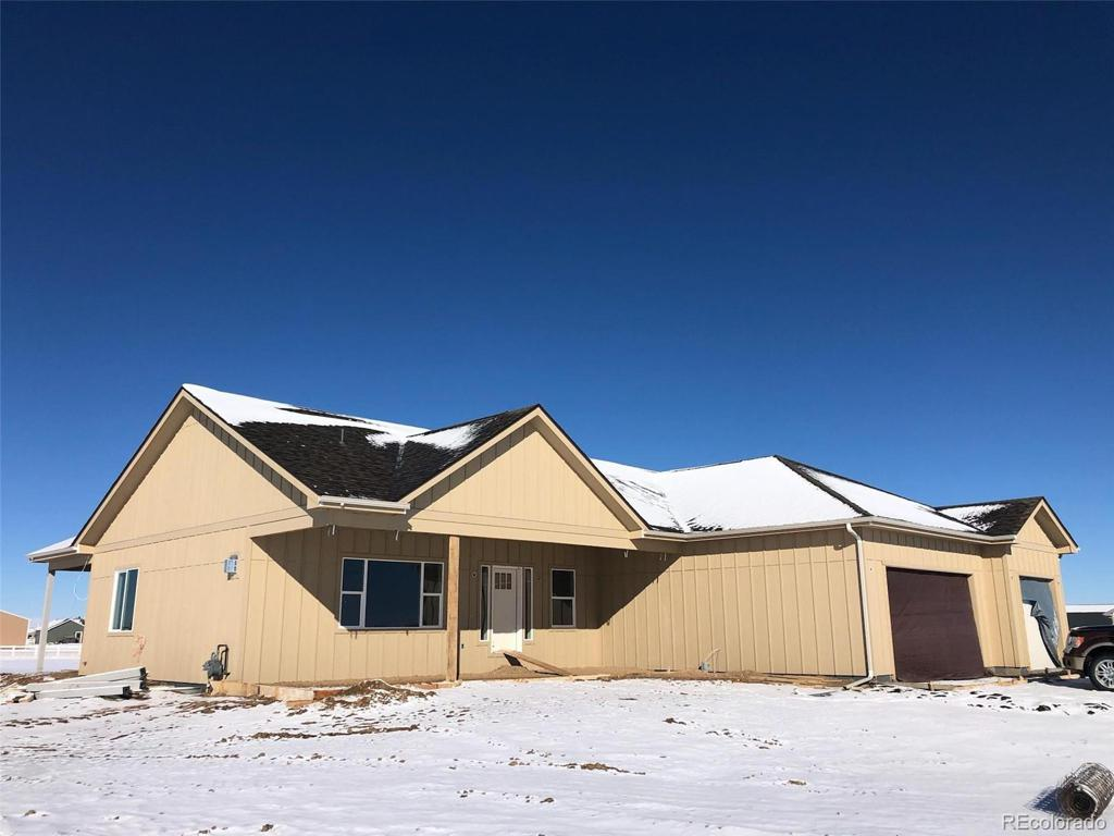 Photo of home for sale at 723 Arrowhead Street, Strasburg CO