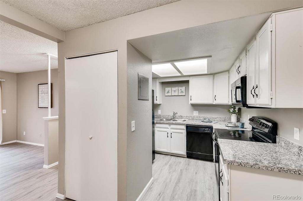 Photo of home for sale at 15350 Arizona Avenue E, Aurora CO