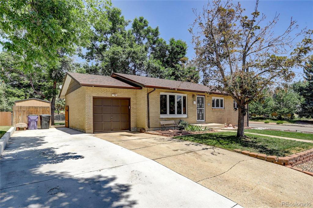Photo of home for sale at 3601 Greenwood Place W, Denver CO