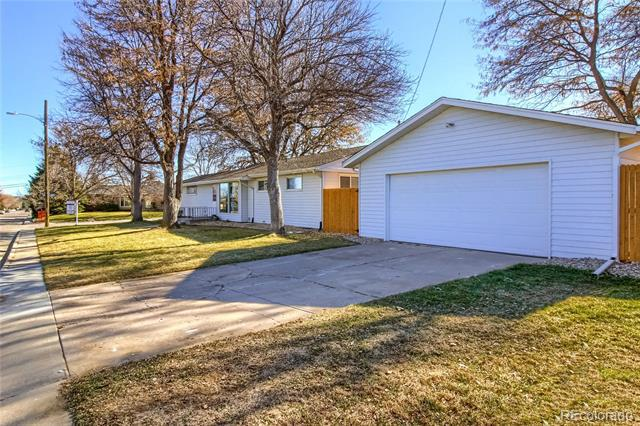 Photo of home for sale at 6703 Ash Way South, Centennial CO