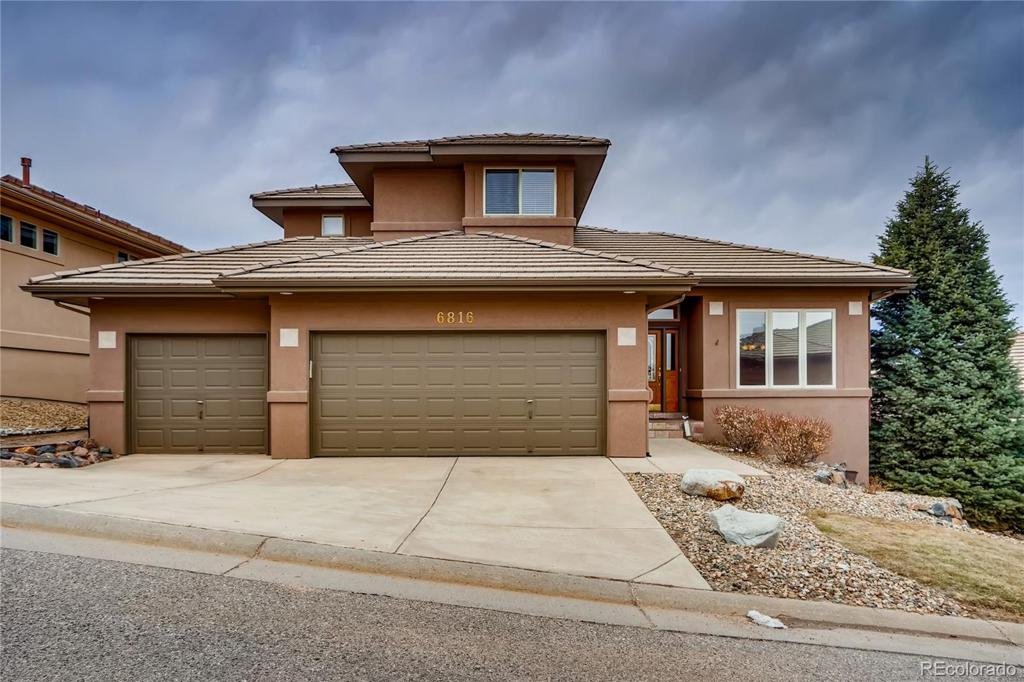 Photo of home for sale at 6816 Raspberry Run, Littleton CO