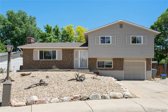 Photo of home for sale at 1636 Gillette Court, Longmont CO