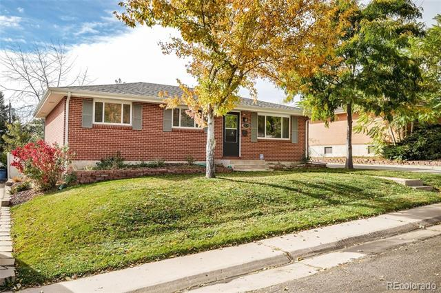 Photo of home for sale at 3174 Radcliff Drive W, Englewood CO