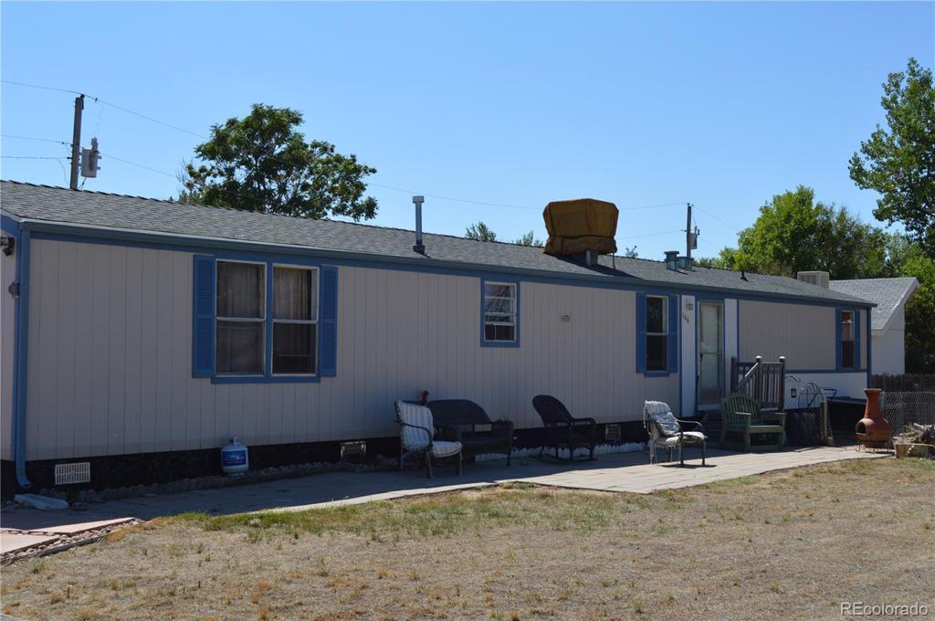 Photo of home for sale at 106 Grant Avenue W, Firestone CO