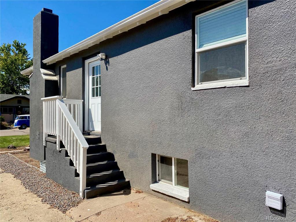 Photo of home for sale at 4454 Acoma Street S, Englewood CO