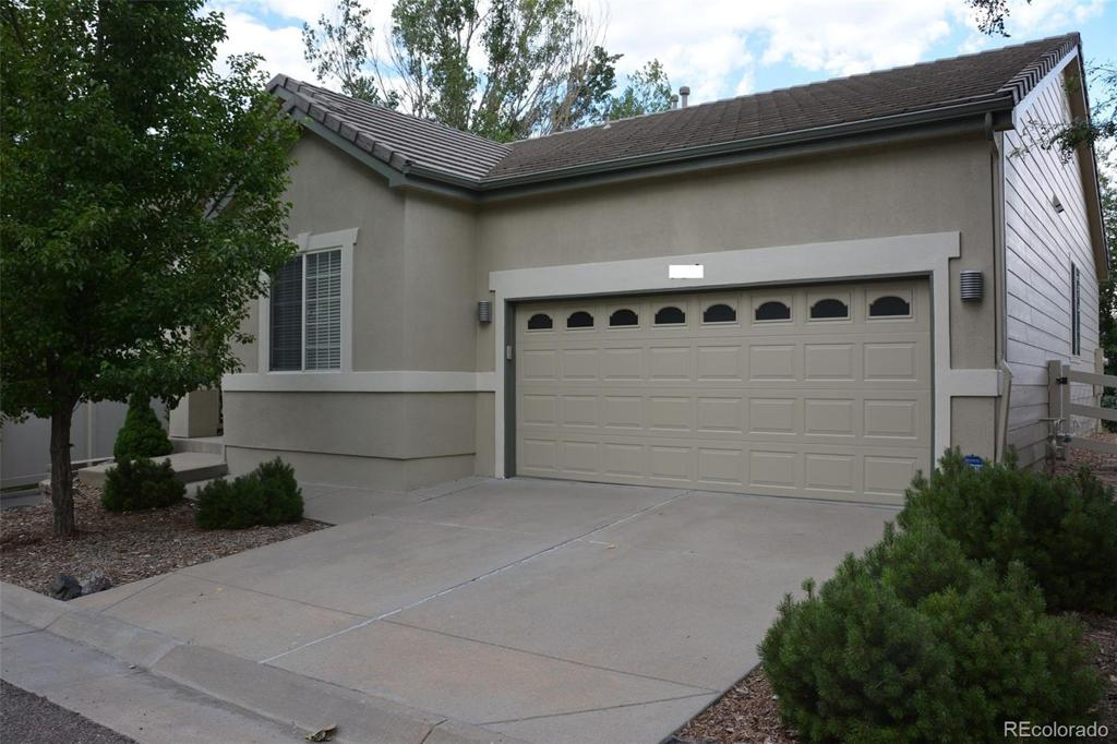 Photo of home for sale at 150 Fraser Circle S, Aurora CO