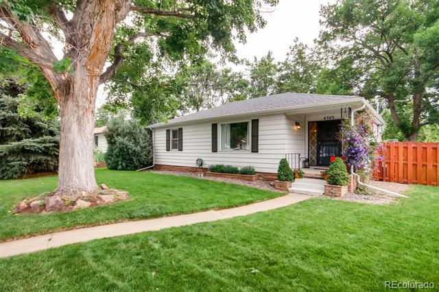 Photo of home for sale at 6303 Prescott Street South, Littleton CO