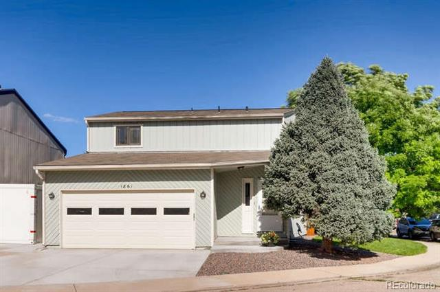 Photo of home for sale at 1861 Lincoln Drive, Longmont CO